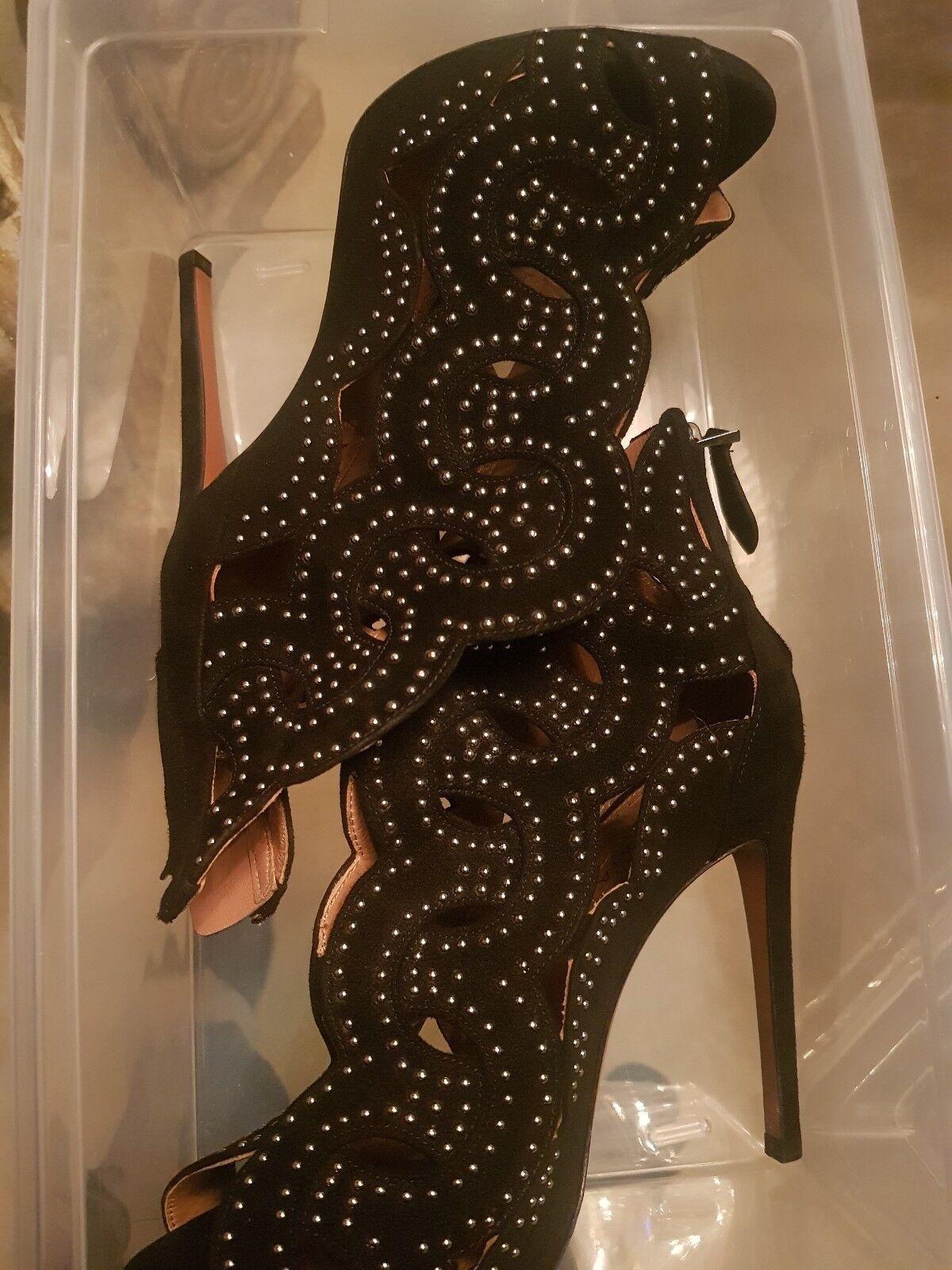 Alaia Studded Studded Studded Scalloped Suede Peep Toe Bootie 36.5 56b0e1
