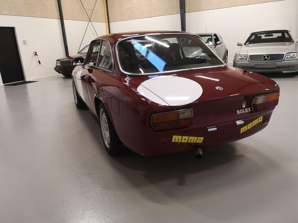 Alfa Romeo 2000 GT 2,0 Veloce Benzin modelår 1973 km 120000