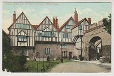 Hampshire postcard - Close Gate and Porters Lodge, Winchester - P/U