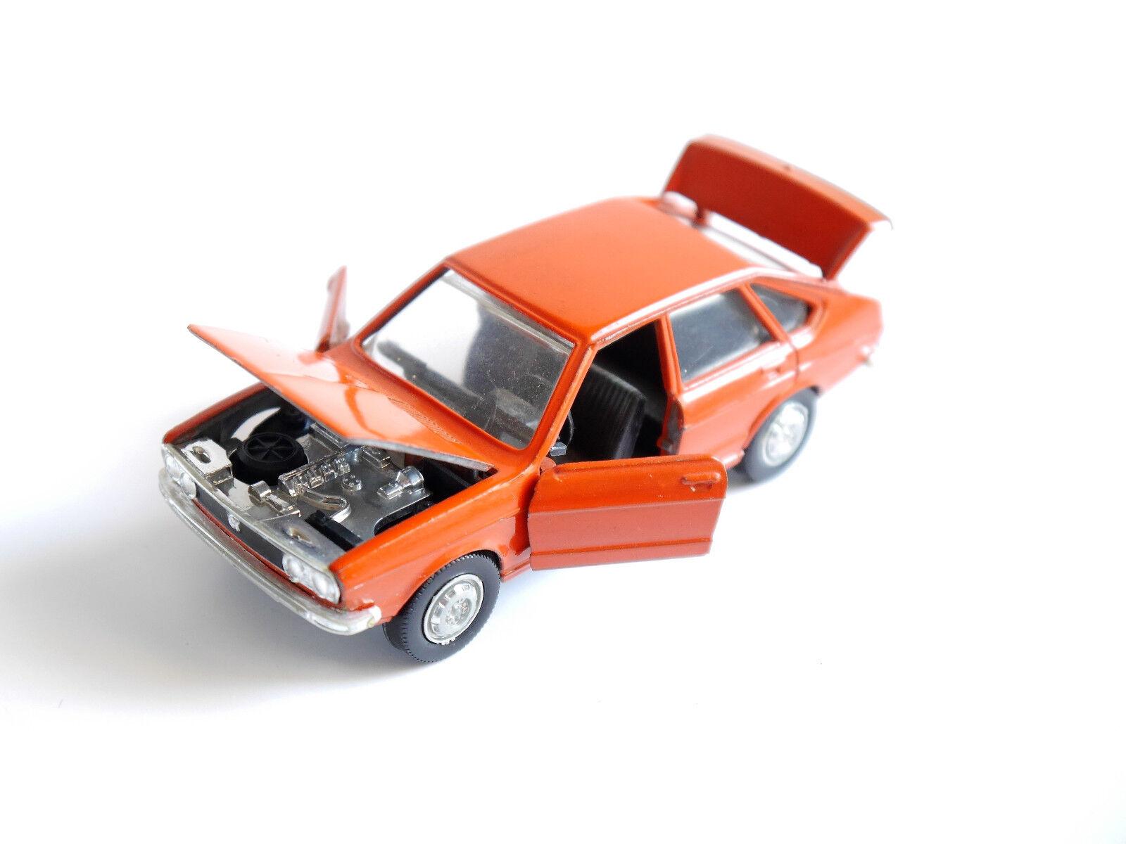 VOLKSWAGEN VW PASSAT b1 32 TS en Orange Rouge Rouge Rouge Rouge rouge ROJA rouge, SCHUCO 1 43 957208
