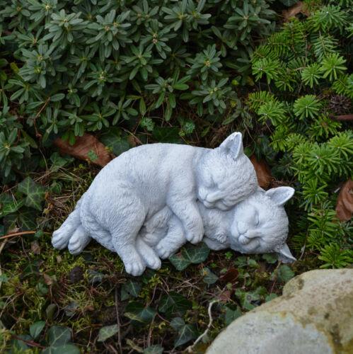 Massive Steinfiguren spielende Katzen Kätzchen Kater aus Steinguss frostfest