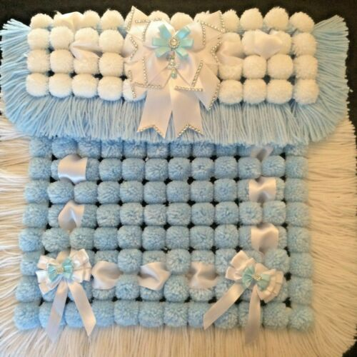 Luxe Baby Pom Pom Couverture En Bleu Et Blanc Avec Décoration Nœud