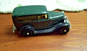 1932-Ford-Panel-Delivery-Truck-Diecast-by-Ertl-Vintage-Vehicles-Series