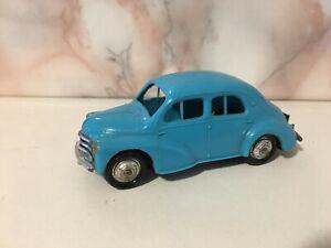 Norev-ancien-vintage-plastic-renault-4-cv-chassis-tole-neuve