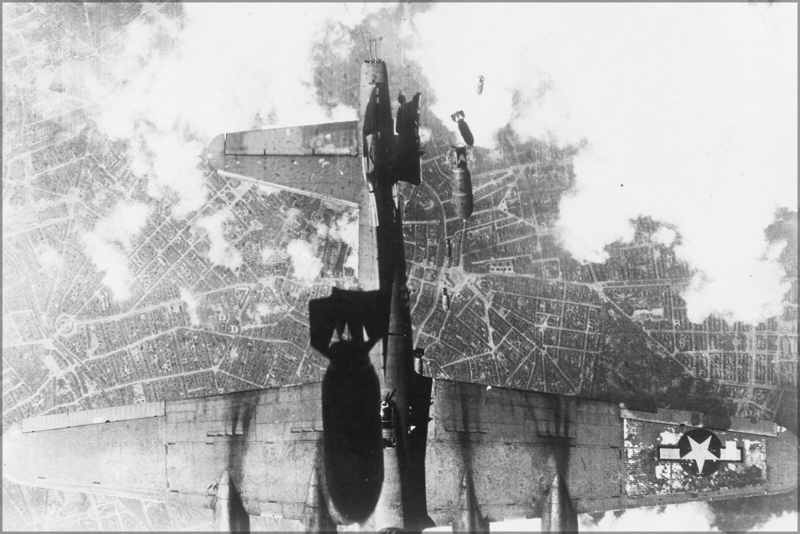 Plakat, Viele Größen; Vereinigte Staaten Bombardierung Raid über eine Deutsch