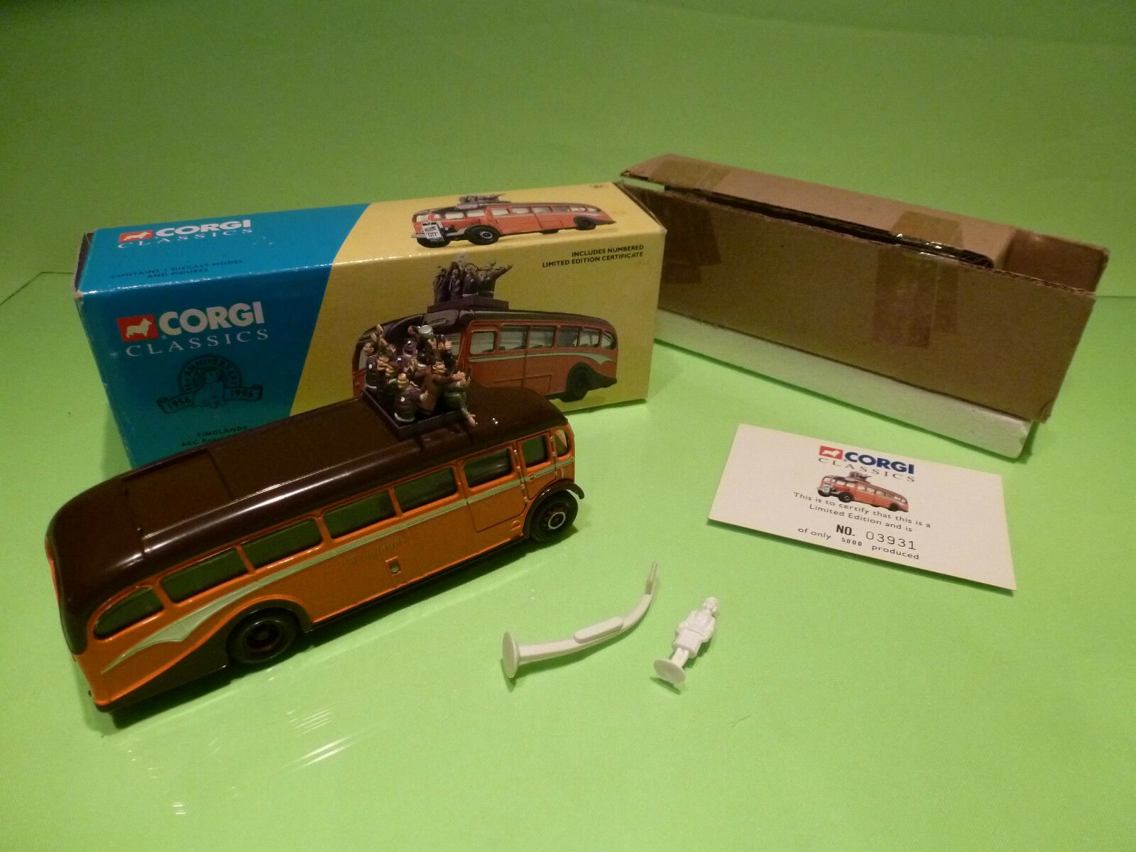 CORGI TOYS CLASSICS 33201 AEC REGAL COUCH SET - FINGLANDS 1 50- NEAR MINT IN BOX