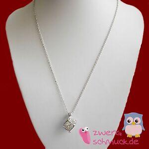 Halskette mit fluoreszierendem Anhänger Würfel - leuchtet im dunkeln - silber