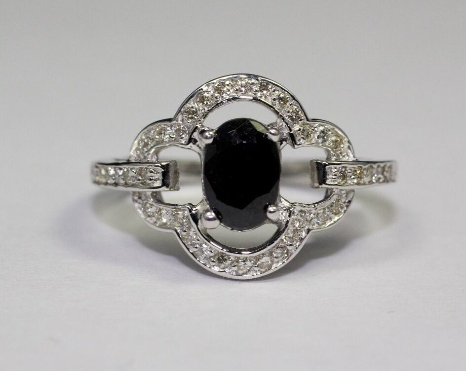 14k White gold Oval Midnight Sapphire and White Round Diamonds Ring Size 6