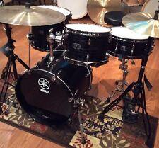 "YAMAHA Live Custom Four (4) Piece Drumset-Black Shadow-LC8F30J, 18"" Jazz Bass"