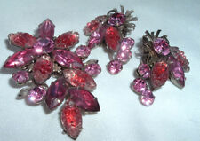 VINTAGE BEAUJEWELS MOLDED GLASS PIN & EARRINGS SET
