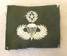 KOREA/EARLY VN MASTER PARATROOPER BADGE WHITE EMBROIDERED ON GREEN TWILL UNCUT