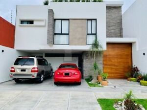 Venta de residencia ubicada en Fraccionamiento cerrado en Xalapa, Veracruz.