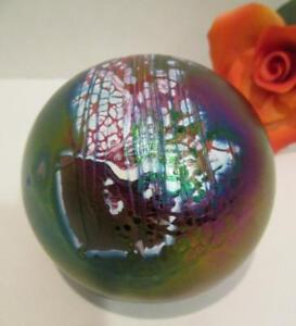 BEAUTIFUL-GLASS-EYE-STUDIO-PAPERWEIGHT-IRIDESCENT-BLUE-GREEN-RED-COSMOS