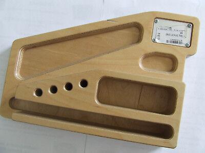 Schreibtischablage der Firma Gäng Cases Holz mehrfach schichtverleimt