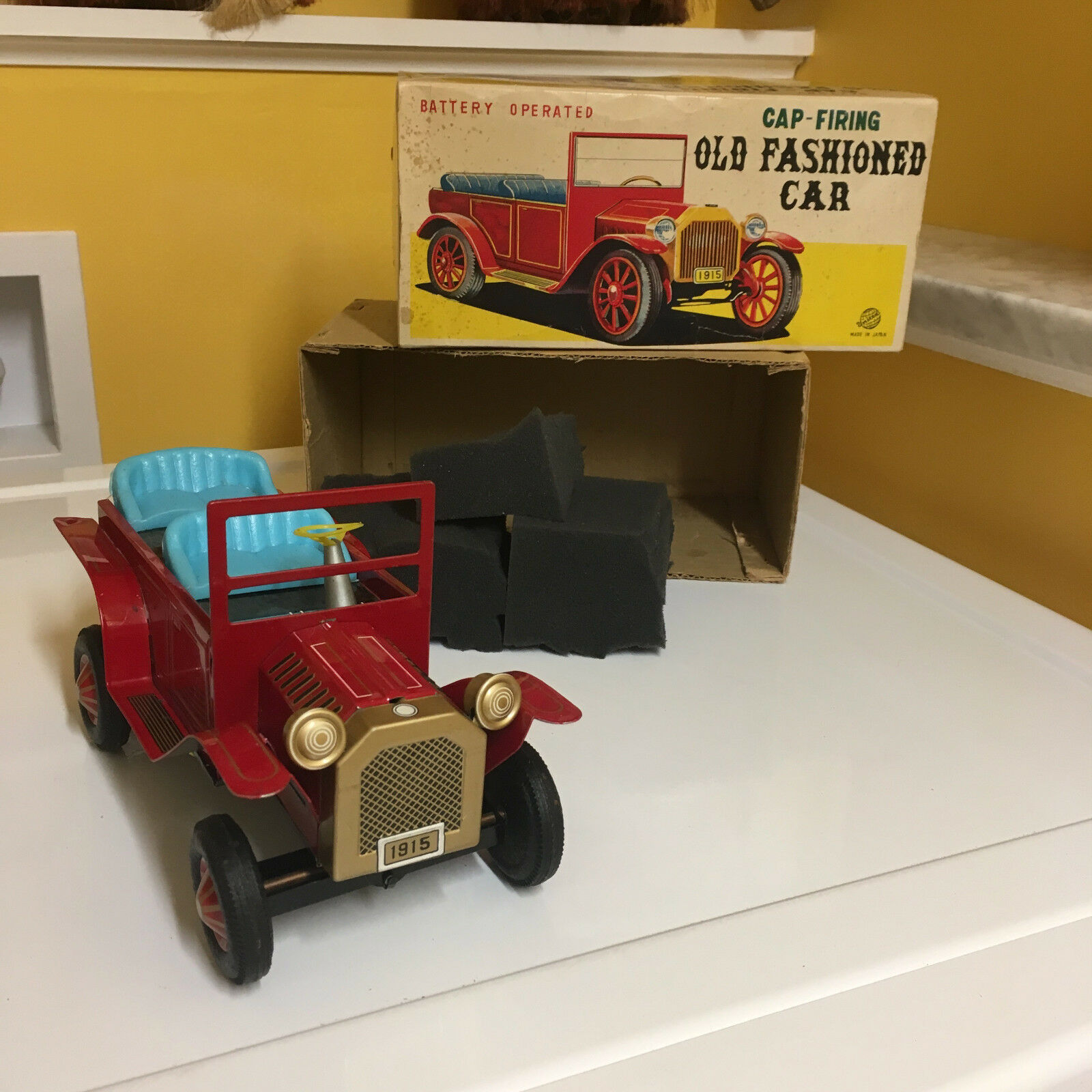 VINTAGE, TIN B O CAP FIRING OLD FASHION CAR  COMPLETE W BOX  FULLY OPERATIONAL