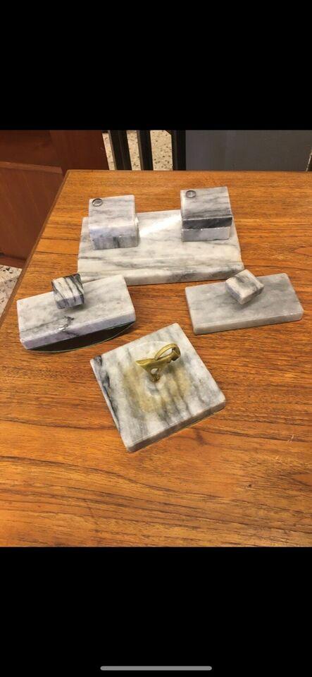 Marmor skrivebord s ting
