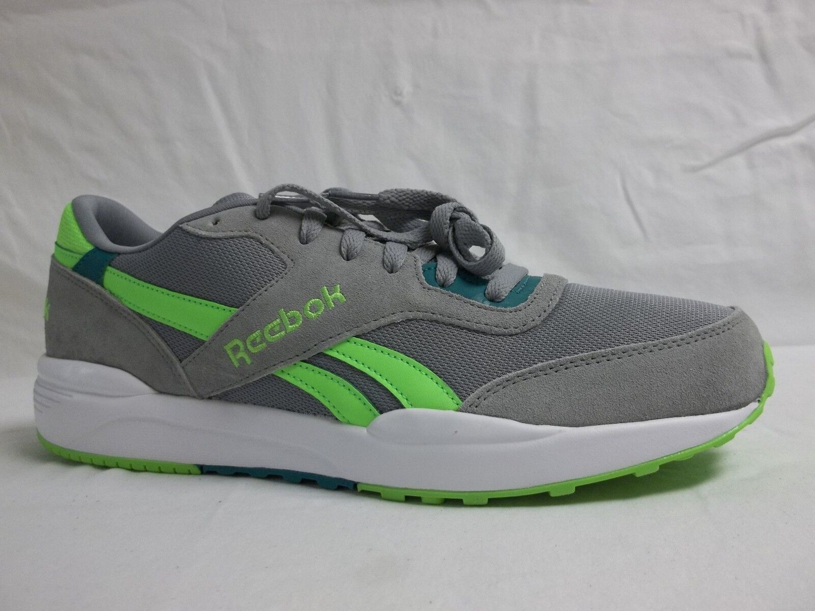 Reebok Size 11 M Royal Chase Grey Leather Athletic Sneakers New Mens shoes NWOB