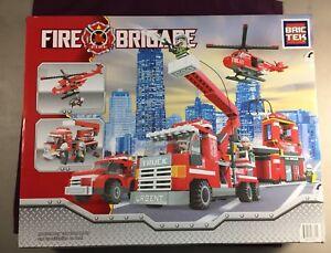 Bric-Tek-Brictek-Fire-Truck-Engine-Brigade-Department-697-Pcs-21901-Brand-New
