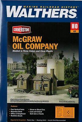 2913 Walthers Cornerstone McGraw Oil Company with storage tanks HO Scale