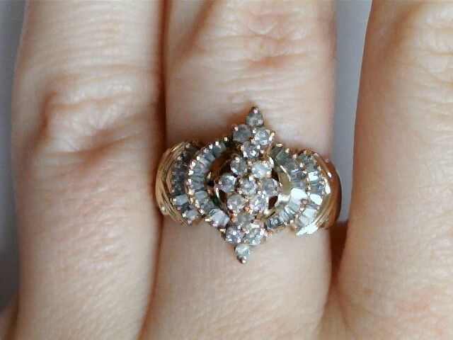 10k Yellow gold Diamond & Baguette Cluster Ring 1374