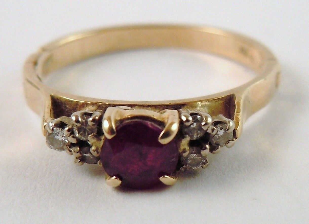 100% Genuine Vintage 18k Solid Yellow gold 0.50cts Ruby & Diamonds Ring Sz 8.5US