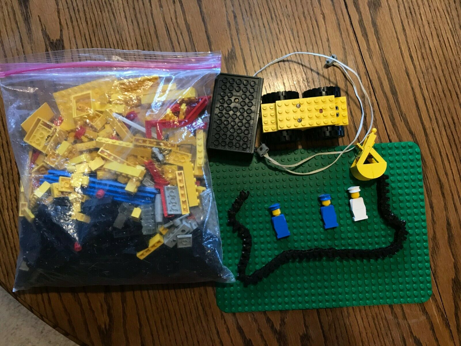 Lego Universal Building Set 404 from 1977 complete with original Legos