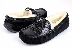 UGG DAKOTA CROCO LEATHER SUEDE BLACK COLOR SLIPPER SIZE 7 US NEW IN BOX