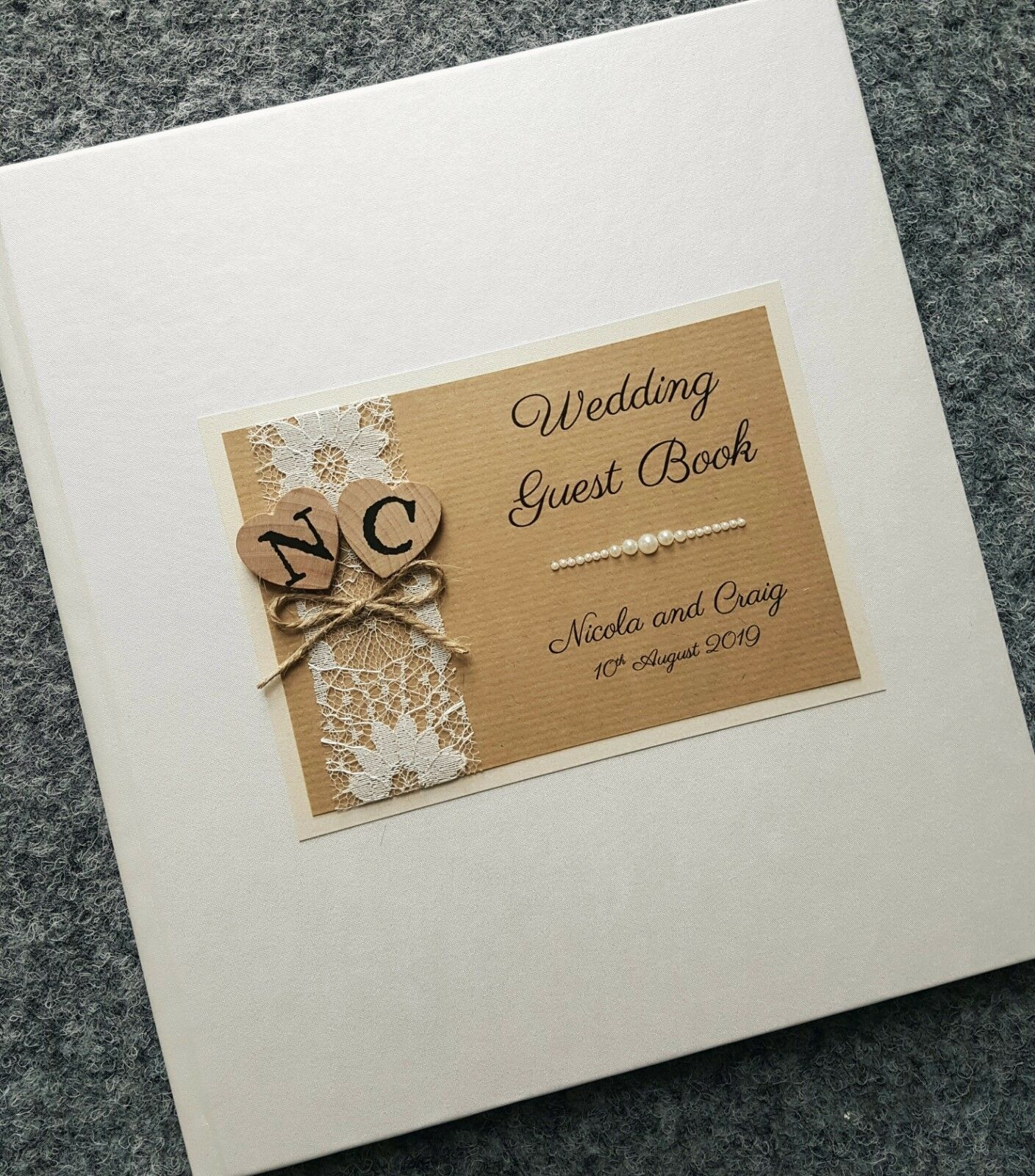 Großer Luxuriöser Personalisiertes Hochzeits-Gästebuch - Herz als Holz Design -