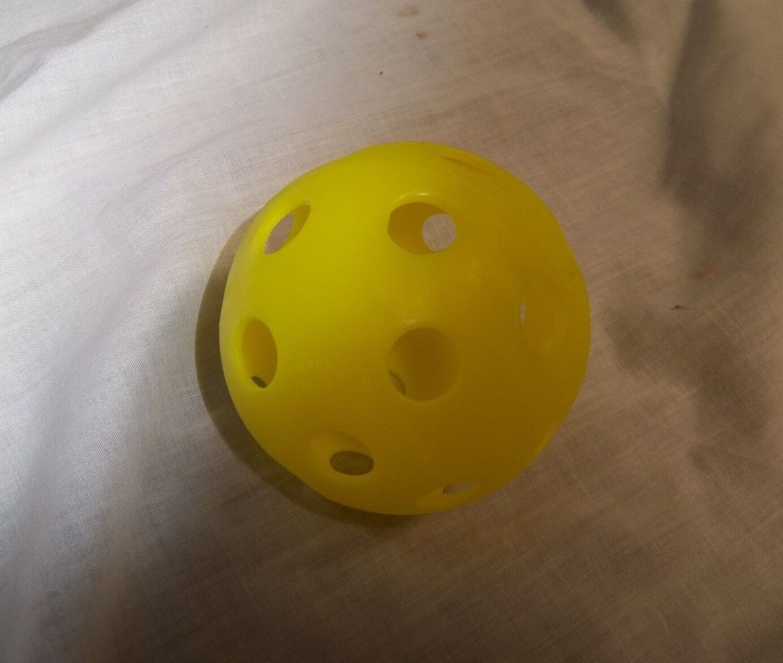 Especialidades deportivas SWB1 Amarillo Softbol tamaño Wiffle bolas (Caja de 100)