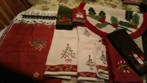 11-Piece-Bathroom-Christmas-Ensemble-Holly-Berry-Bed-Bath-and-Beyond