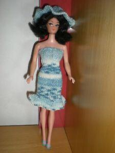 Barbie-Kleid-mit-Hut-Handarbeit