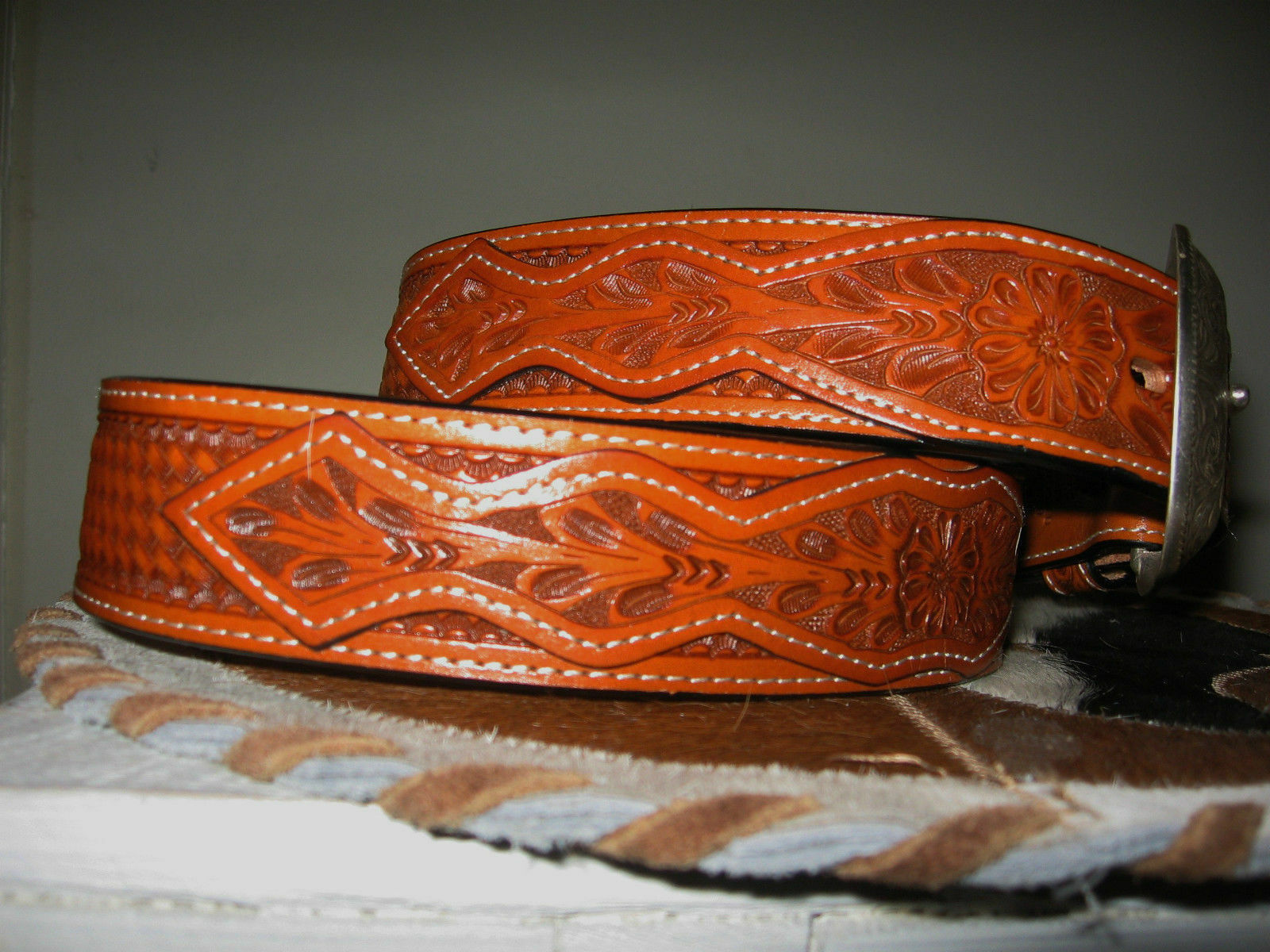 WESTERN  UNISEX TOOLED LEATHER BELT OVERLAY 1+ INCH FLORAL BASKETWEAVE SIZE 46  100% genuine counter guarantee