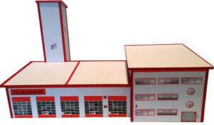 Feuerwehrhaus-Feuerwache-mit-Schlauchturm-HO-1-87-Kartonmodellbausatz