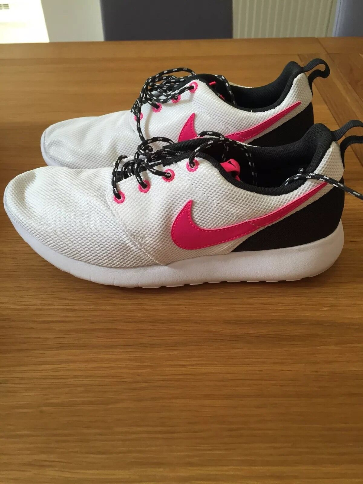GENUINE Nike Roshe One  in white pink and black size 5.5 or new in box Brand discount