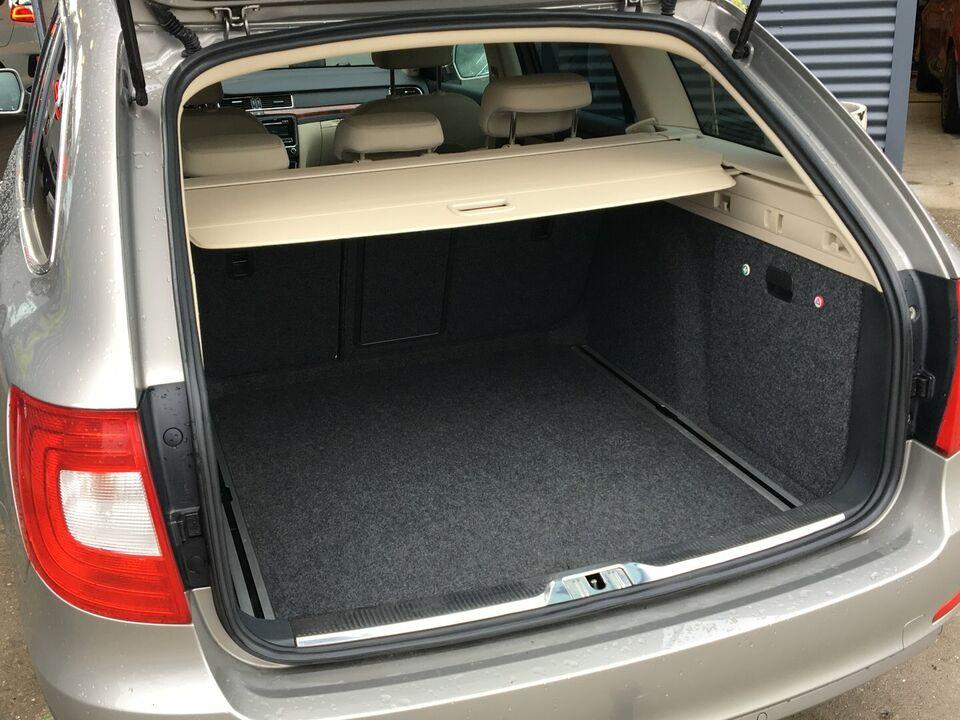 Skoda Superb 1,6 TDi 105 Elegance Combi GL Diesel modelår