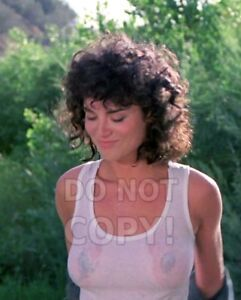 8x10-photo-Betsy-Russell-2-pretty-sexy-celebrity-movie-star-in-a-1985-movie