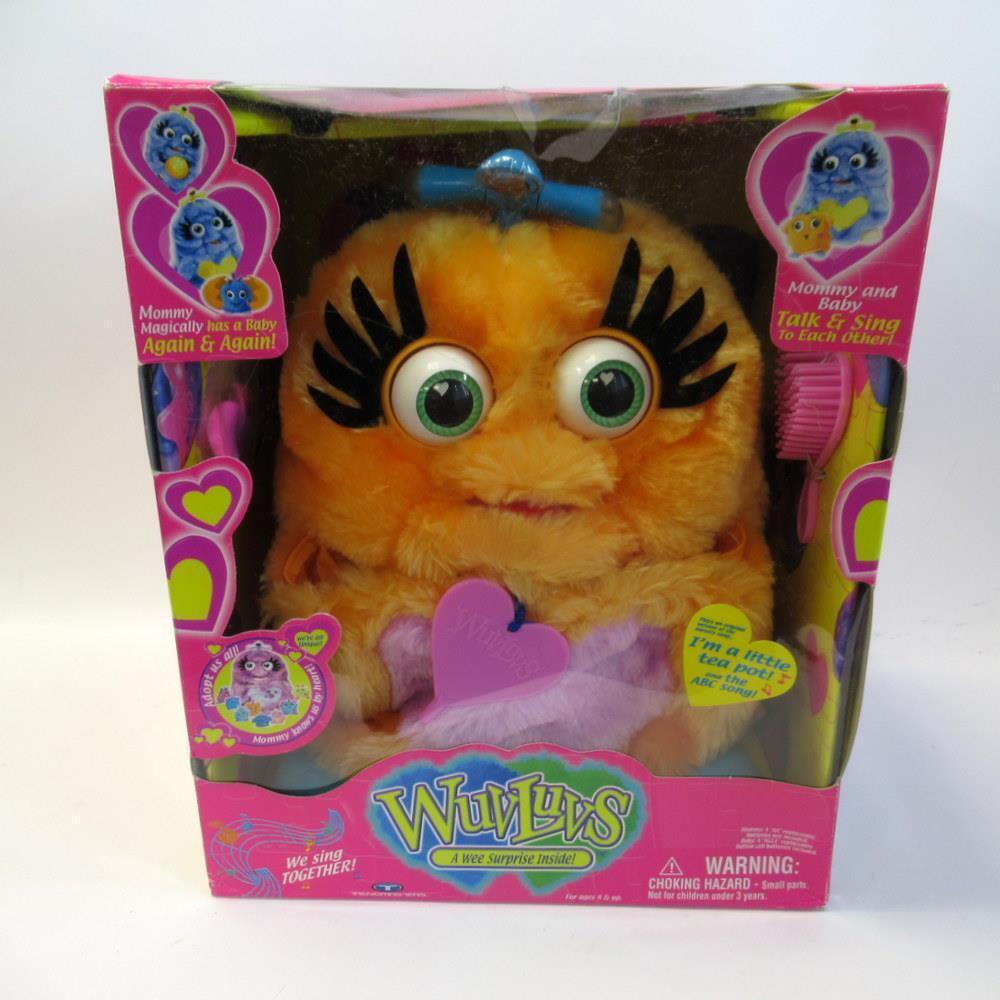 Trendmaster Toys - WuvLuvs A Wee Surprise Inside - orange Mummy & Baby - Boxed