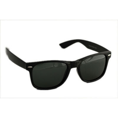 Sunglasses in Wayfarer style In Black.. 200plus sold(Goggles)