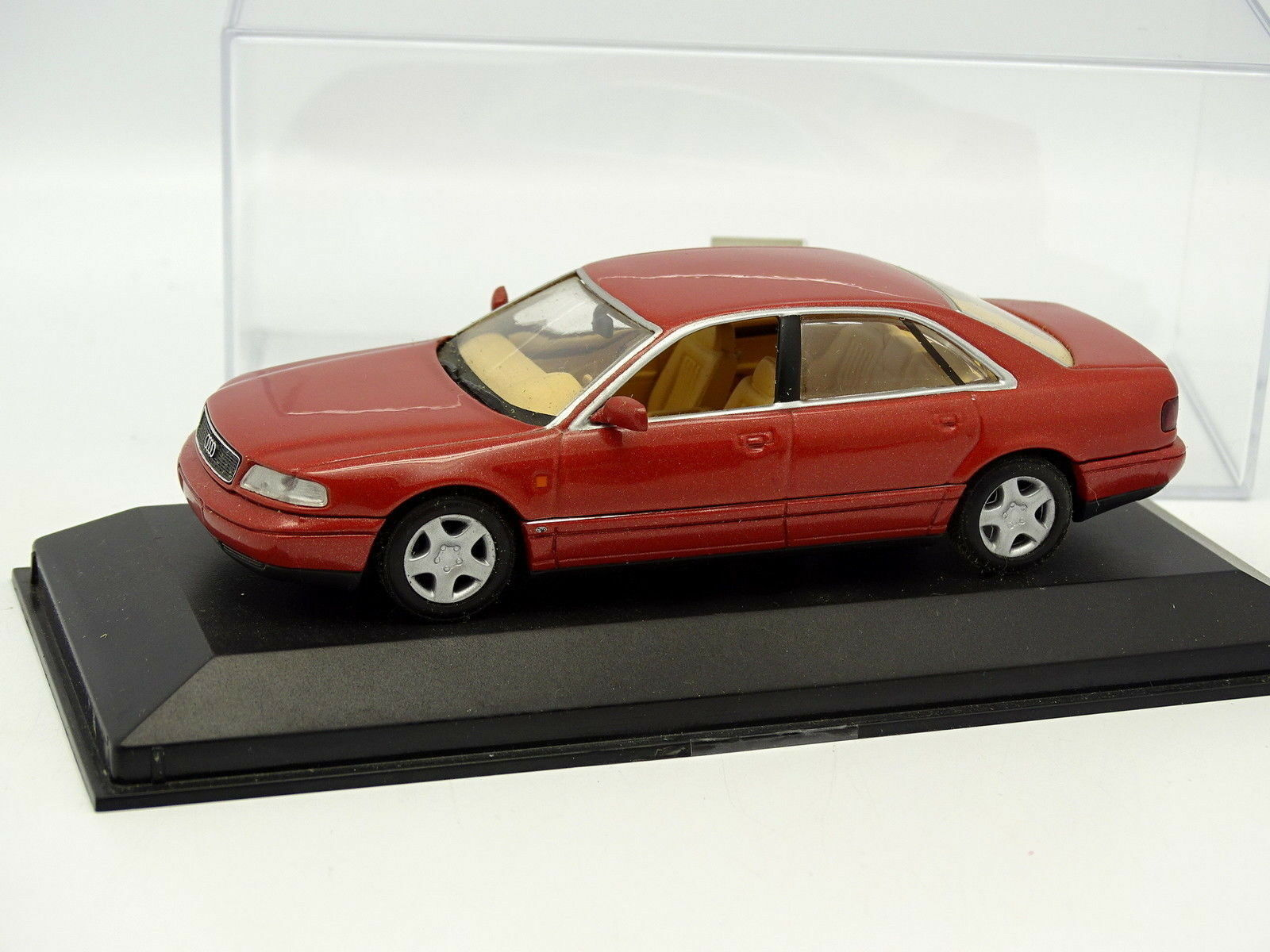 Minichamps 1 43 - Audi A8 red orange
