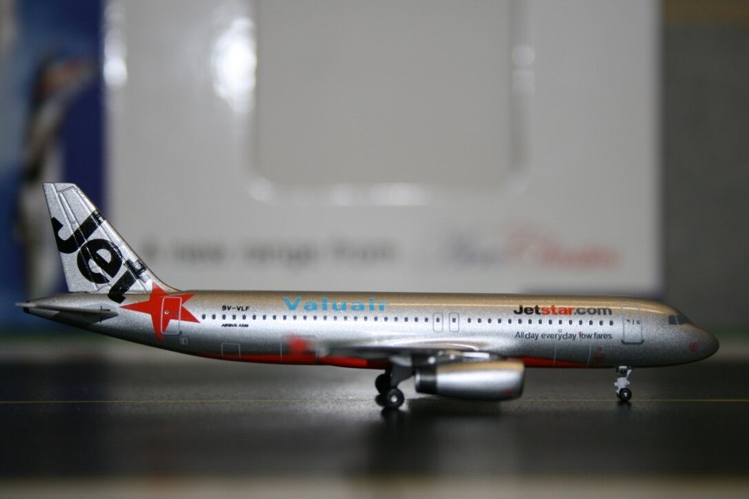 Aeroclassics 1 400 Jetstar Valuair Airbus A320-200 9V-VLF (AC9VVLF) Model Plane