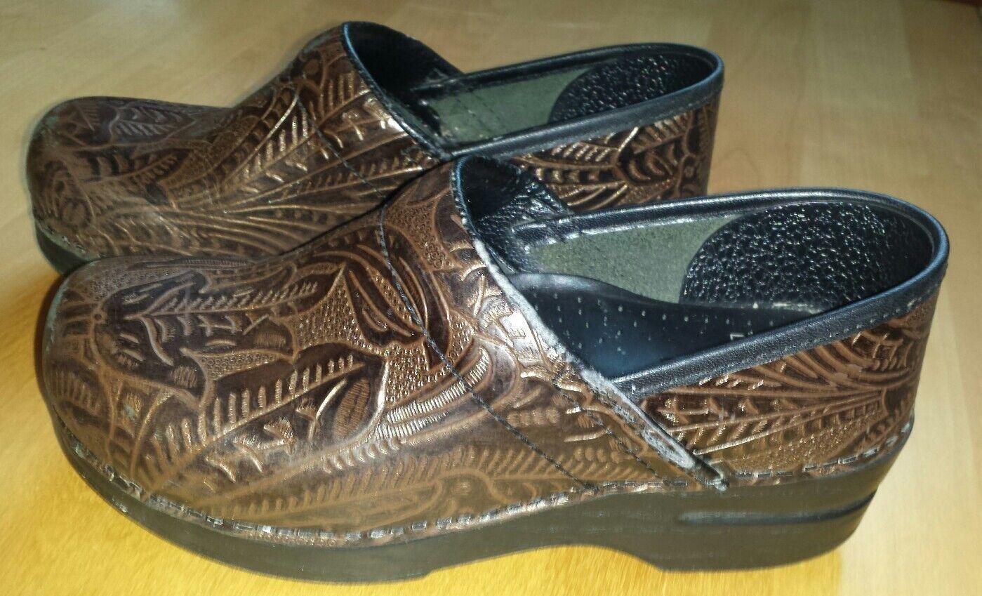 DANSKO Pro Professional Braun Tooled Leder Clog Slip on Schuhes Damens 37 6.5 7