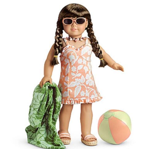 American Girl Molly/'s 1934 Swimsuit Swim Suit NIB NRFB Ball Towel Shoes Glasses