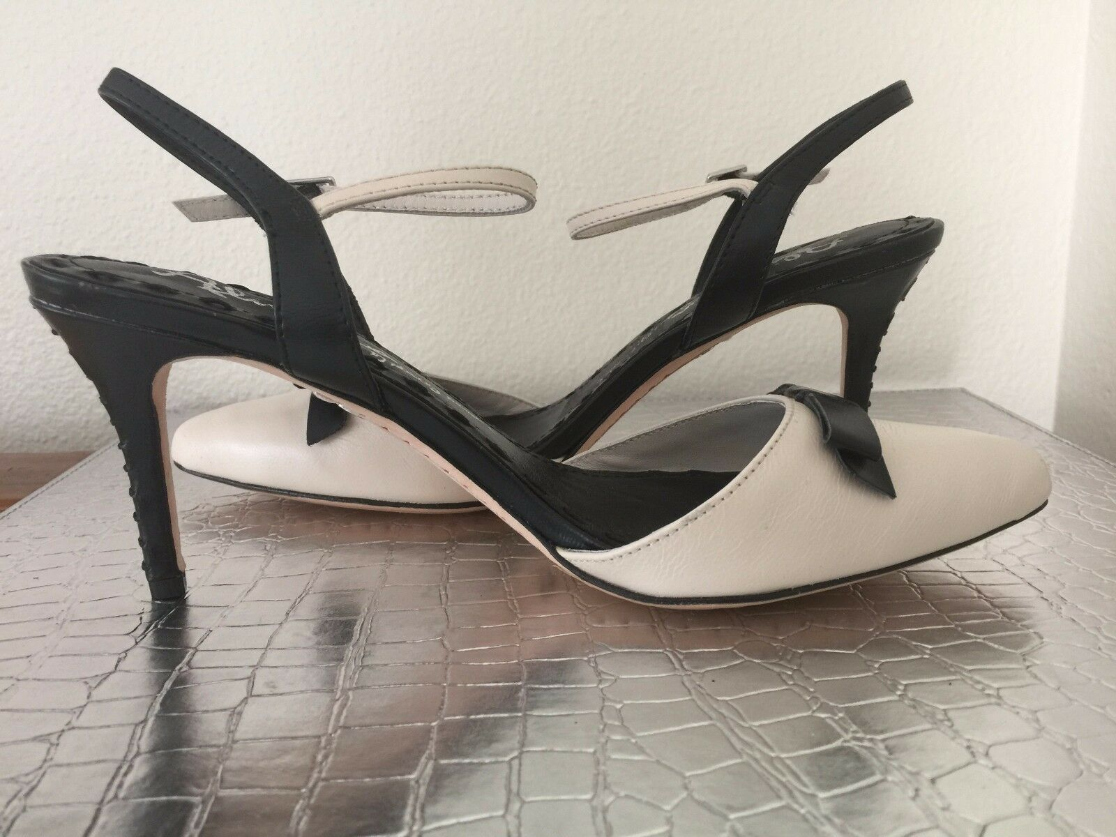 NEW ALICE + OLIVIA  Sz38.5 LEATHER ANKLE STRAP SHOES BEIGE BLACK