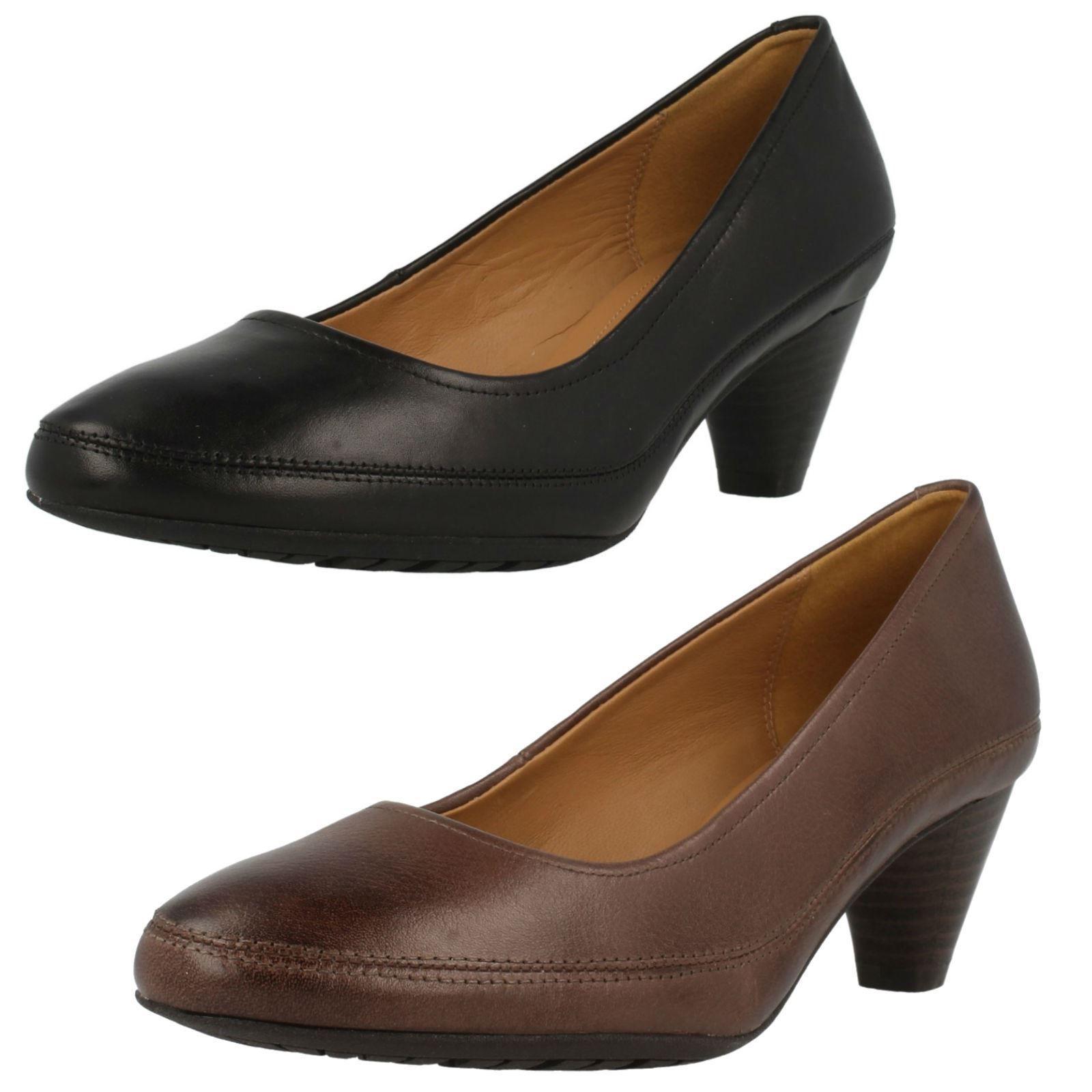 Mujer Clarks Denny Suave Elegante Zapatos de salón tacón medio Estándar D &