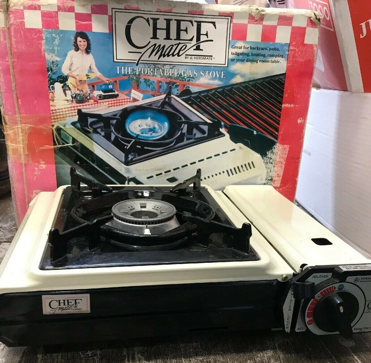 VINTAGE CHEF MATE BY KEROMATE PORTABLE BUTANE GAS STOVE