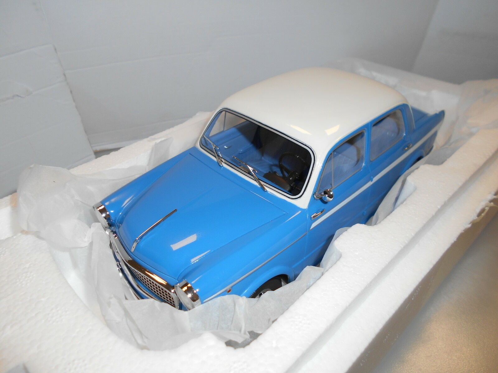 BOS163 by BOS MODELS FIAT 1100 LUSSO BLU BIANCO 1 18