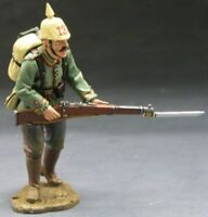 KING & COUNTRY FIRST WAR FW016 WW1 GERMAN CHARGING WITH RIFLE AND BAYONET MIB