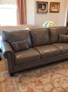 Used Leather Sofa Couch 9780914960652