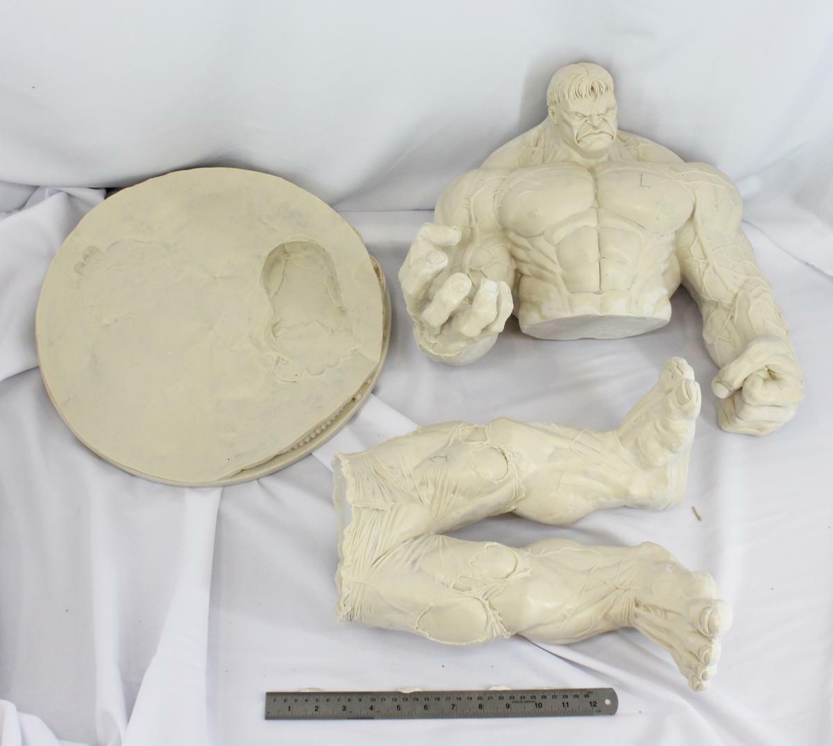 60 centímetros.Juegos de resina Hulk de la base sin pintar ni montar