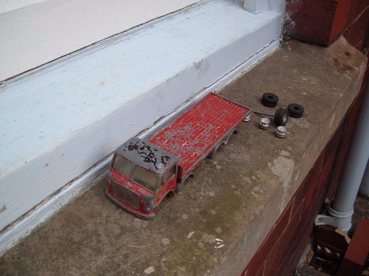 SPOT ON TRIANG  AEC MAJOR SCALE 1 42 42 42 LORRY 4 RESTORATION NEEDS WHEELS & AXLES 191580